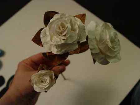 Flores blancas de papel
